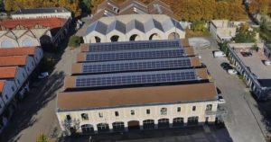 panneaux photovoltaïques sur le toit de darwin